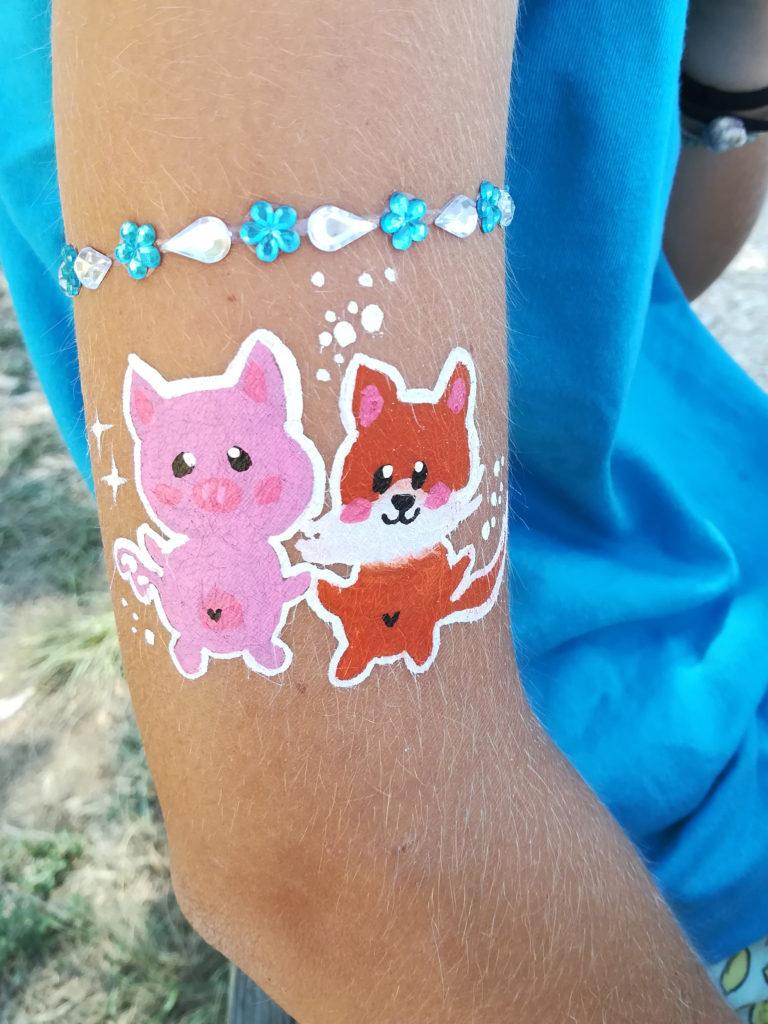 Maquillage renard et cochon sur le bras